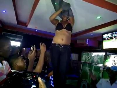 Horny Kenyan Girl Strips Naked in Bar Counter [VIDEO]